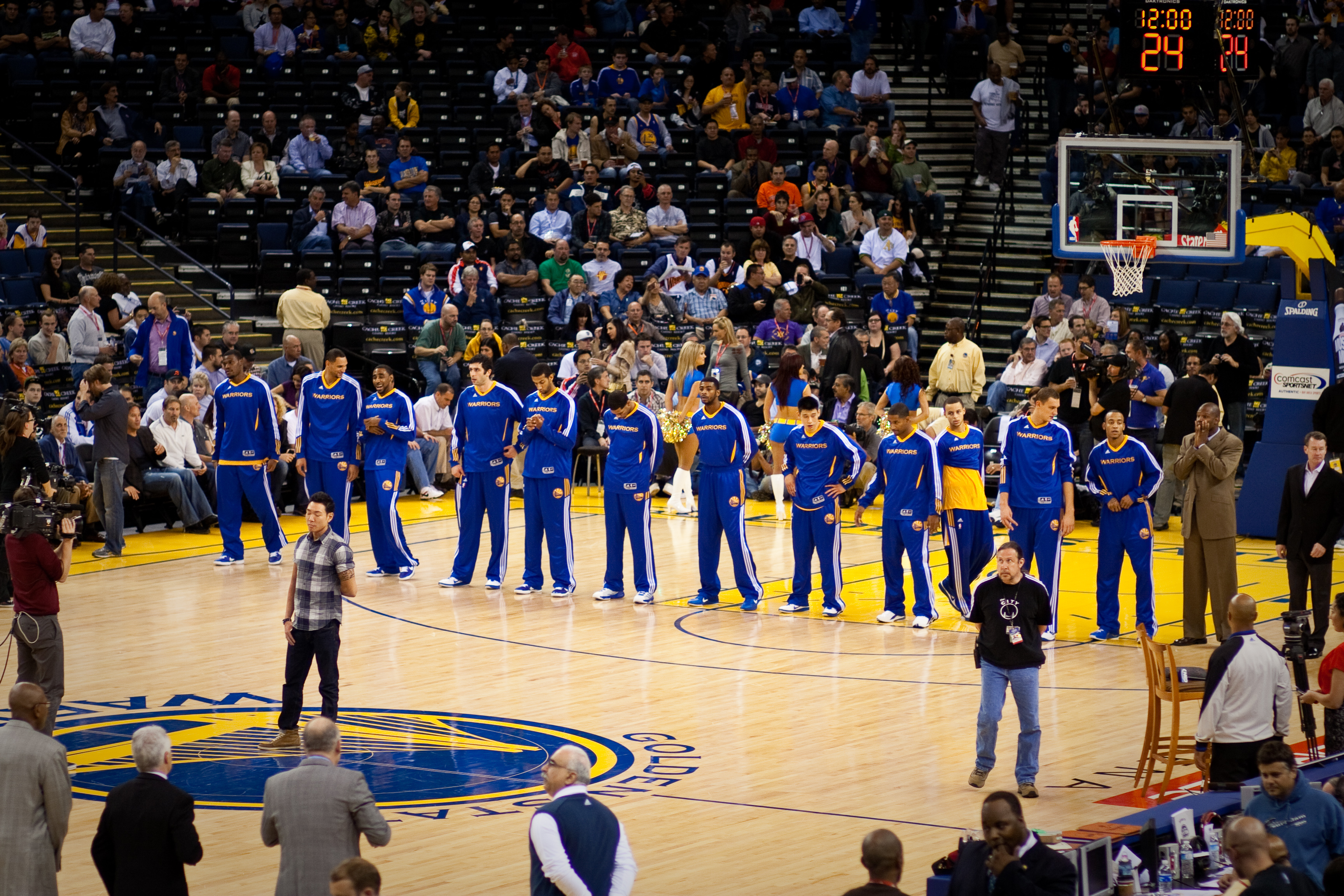 Golden_State_Warriors_line_up_pregame_vs_Pistons_2